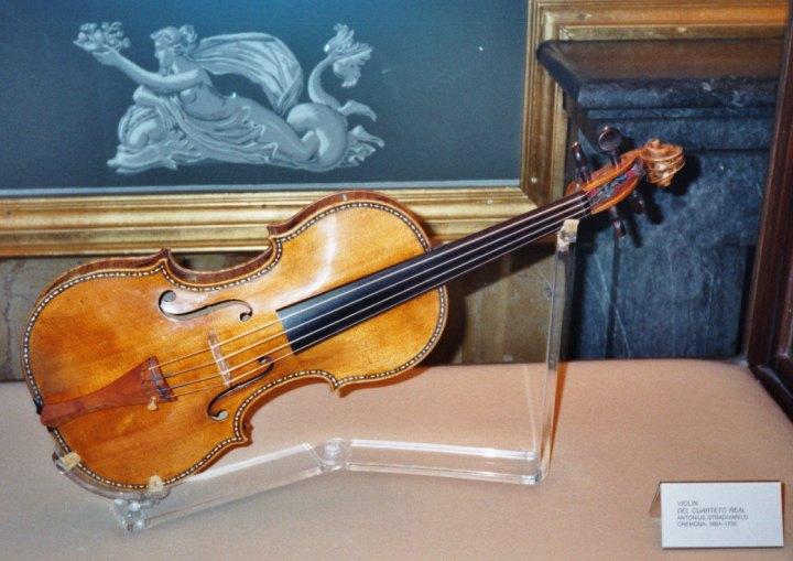 Stradivarius_violin,_Palacio_Real,_Madrid