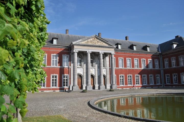 Gembloux_(ancienne_abbaye_palais_abbatial_et_cour_d'honneur)
