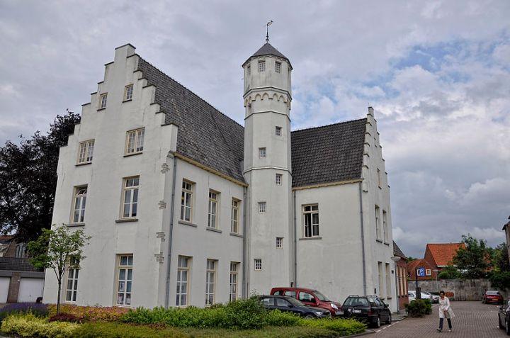 800px-Hulst_refugehuis_van_Baudeloo_18-06-2012_16-27-15