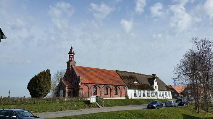 800px-20150412_103936_St._Thereasia_Nordstrand_Osterdeich